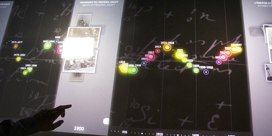 Chronologie sur table multitouch (credit photo: Mosquito)