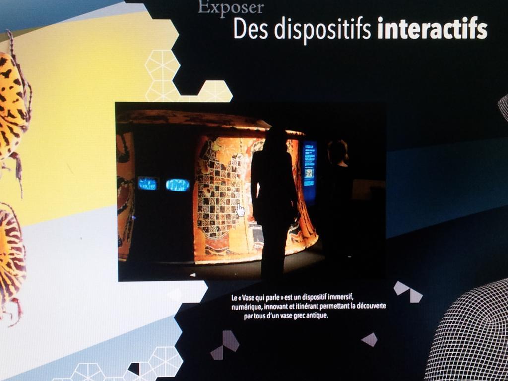 Vase Qui Parle pictured in the Métro, Paris, by CNRS