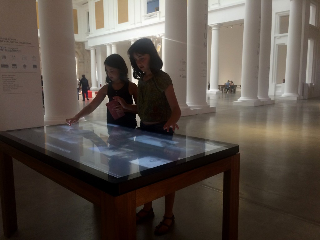 Espace numérique, écran interactif accueil beaux-arts, écran multitouch